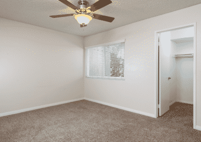 bedroom with ceiling fan closet